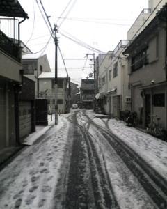 雪の降るまちを〜