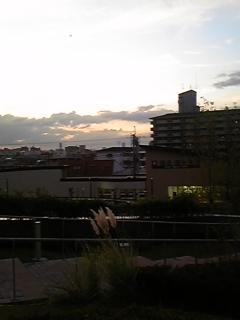 夕暮れの摂津市駅