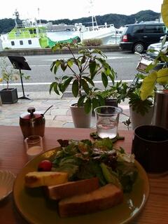 パンと野菜のモーニング
