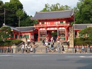 八坂神社に見えるやろ